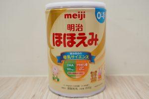 日本製の明治粉ミルク