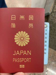 必要書類はパスポートと居留証